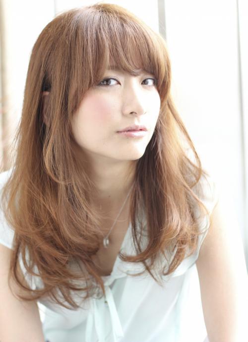 モデル風の笹崎里菜アナ